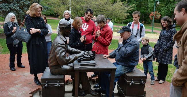 Indiana U. statue of WWII journalist Pyle has typo