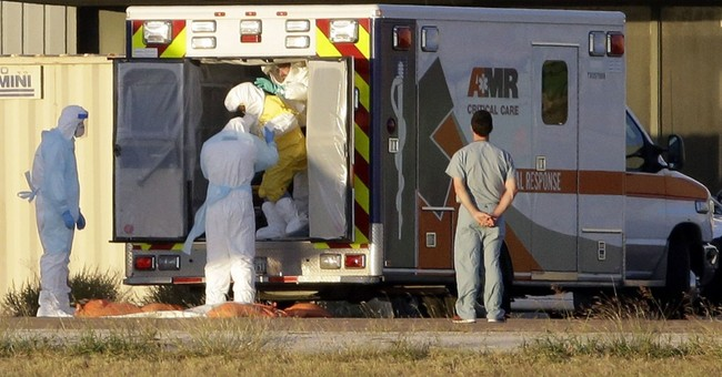 1st Dallas nurse with Ebola arrives in Maryland