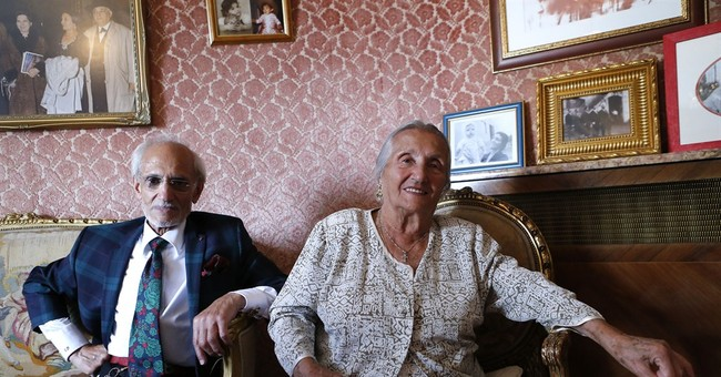 Wed in a lion's cage: circus queen's active at 103