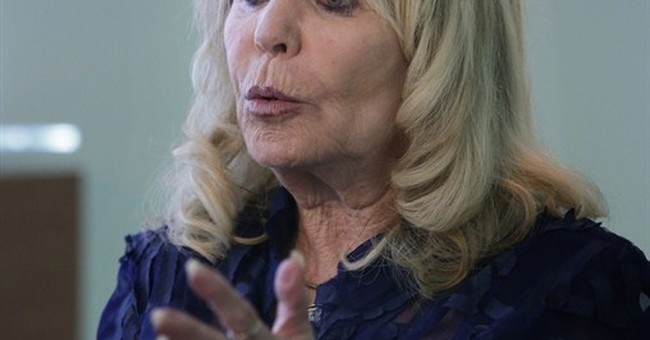 Judge mulls tossing lawsuit by Sterling mistress