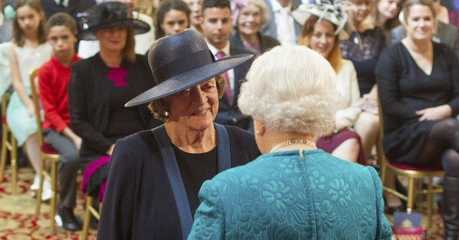 Maggie Smith gets honor from Queen Elizabeth II