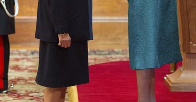 Maggie Smith gets honor from Queen Elizabeth II