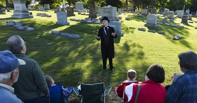Cemetery hopes 5K race, actors draw new customers