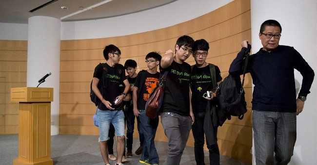 Hong Kong students, officials talk but don't agree
