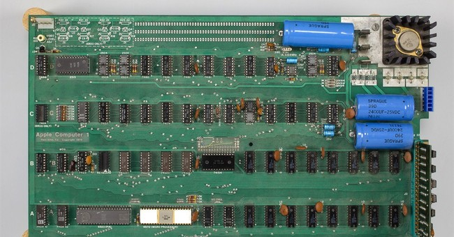 Early Apple computer sells for $905,000 at auction