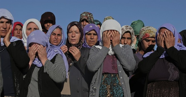 Kurdish fighters killed in Syria buried in Turkey