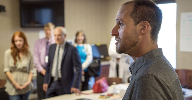 US journalist leaves hospital after Ebola recovery