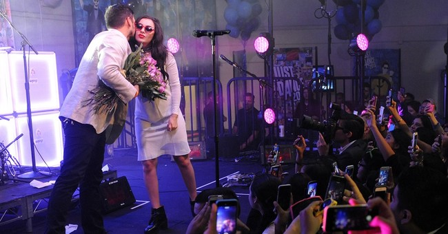 Charli XCX surprises at school homecoming dance