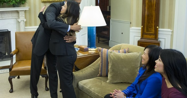 Dallas nurse receives thanks, hug from Obama