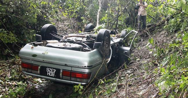 Malaysian man crawls for 3 days after car smash