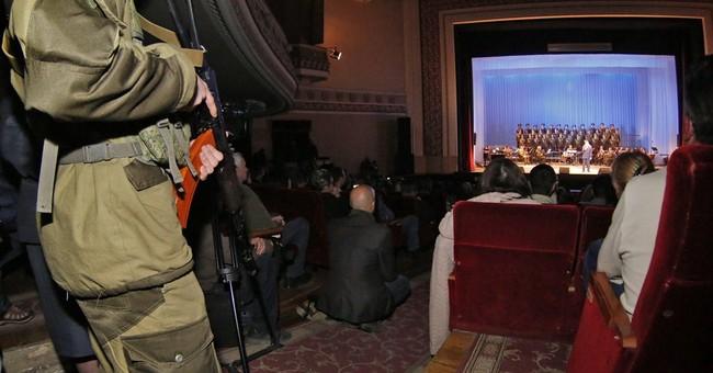 Russian crooner sings in Ukraine with rebel leader