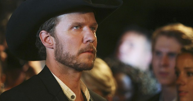 2 country stars help shape Will Chase's TV persona
