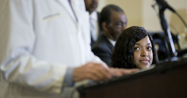Ebola nurse on defensive gets call from Obama
