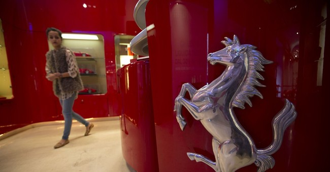 Fiat Chrysler to spin off luxury brand Ferrari