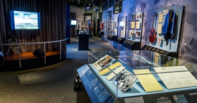 Exhibit on Paul Simon's life to debut at Rock Hall