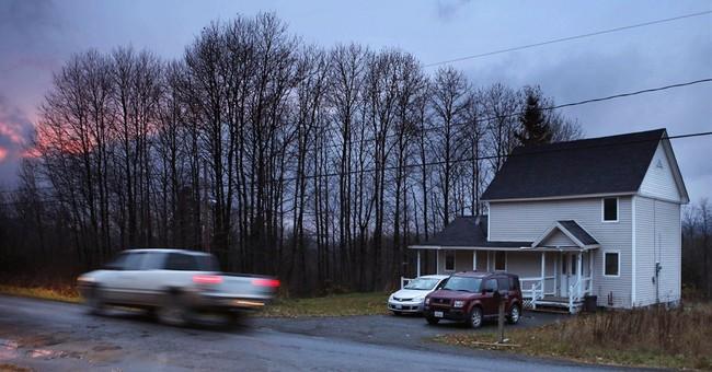 Quarantined Ebola nurse goes outside; police watch