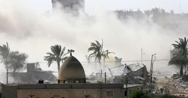Army blows up houses, Egyptians evacuate near Gaza