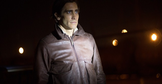 Review: Jake Gyllenhaal, tightly coiled and creepy