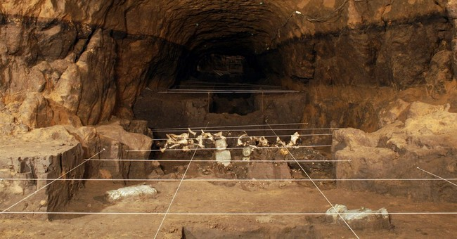 Mexico archaeologists explore Teotihuacan tunnel