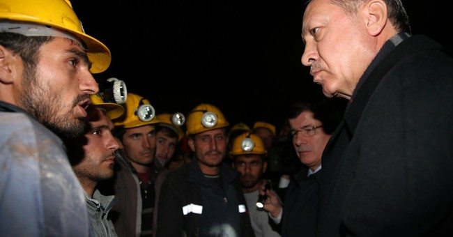 Hopes fade for 18 trapped Turkish miners