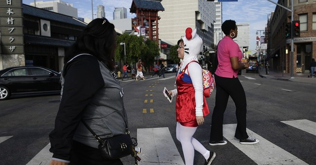 Crowds, cuteness overwhelm first Hello Kitty Con