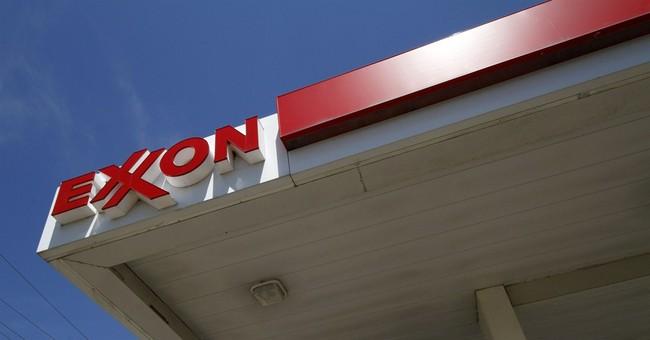 Exxon, Chevron shrug off effect of low oil prices