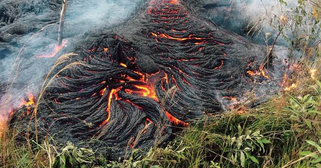 Lava stalls short of Big Island town's main road