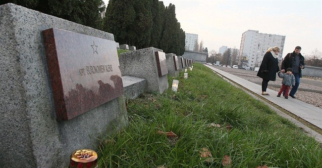 Despite spat with Russia Poles honor Soviet troops