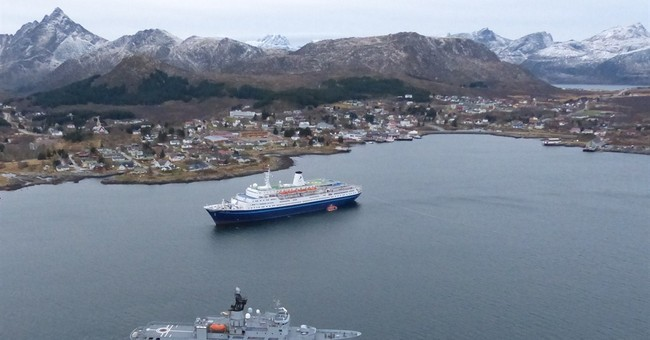 Cruise ship stuck off Norway is free again