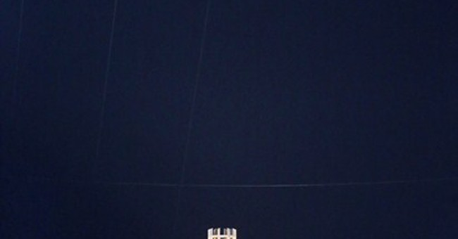 Wallenda completes Chicago skyscraper wire walks