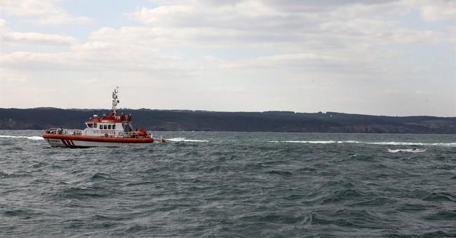 Migrant boat sinks off Turkey; 24 dead, 6 rescued
