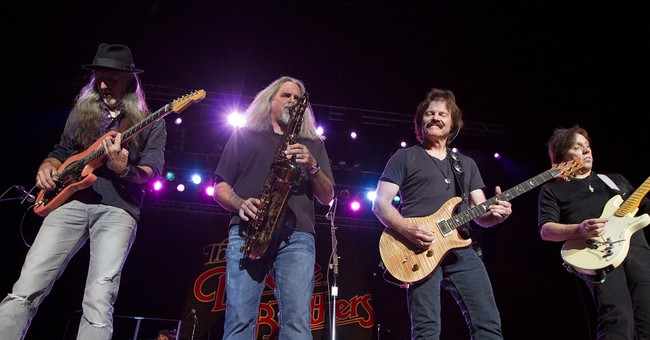 Doobie Brothers team up with country stars at CMAs