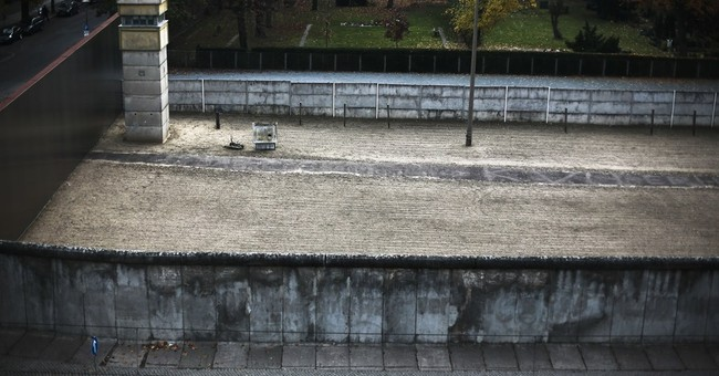 11 photos showing the Berlin Wall today