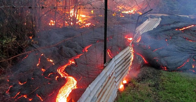 Hawaii lava's slow forward creep stalls _ for now