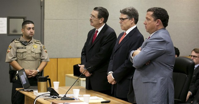 Texas' Perry in court for heated pretrial hearing
