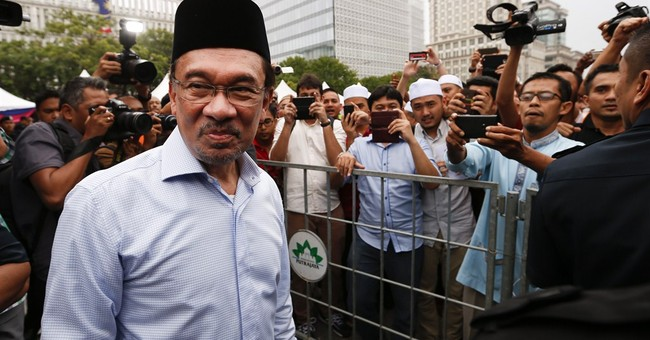 Malaysia judges delay verdict in Anwar sodomy case