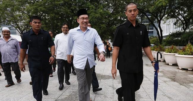 Malaysia judges delay verdict in Anwar sodomy case