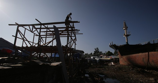 Poor Filipinos rebuild where typhoon hit them
