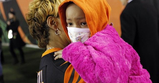 Devon Still's daughter applauded at Bengals game