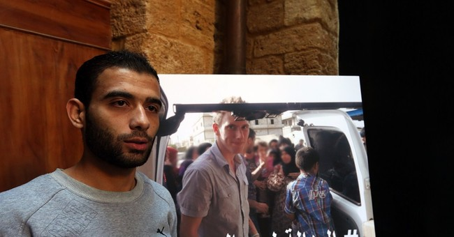 Friends of US aid worker call on IS to free him