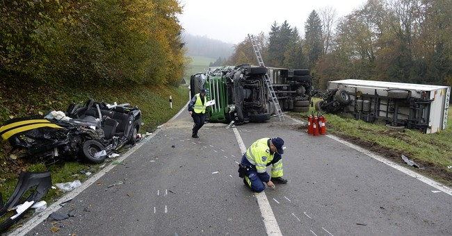 Crash involving Swiss postal bus kills 2