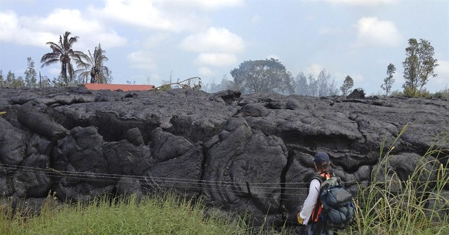 Hawaii volcano lava breaking out at 3 spots