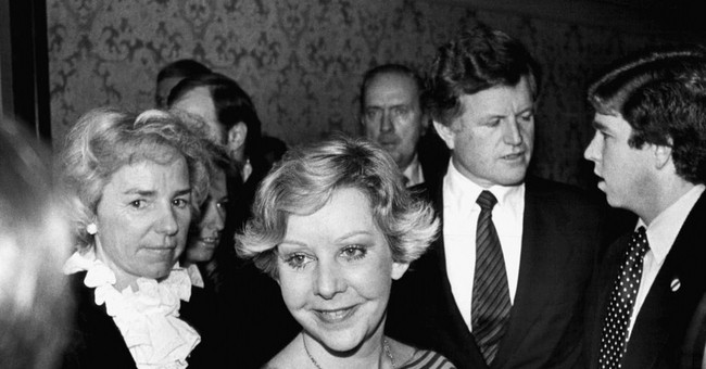 Jane Byrne, Chicago's 1st female mayor, dies