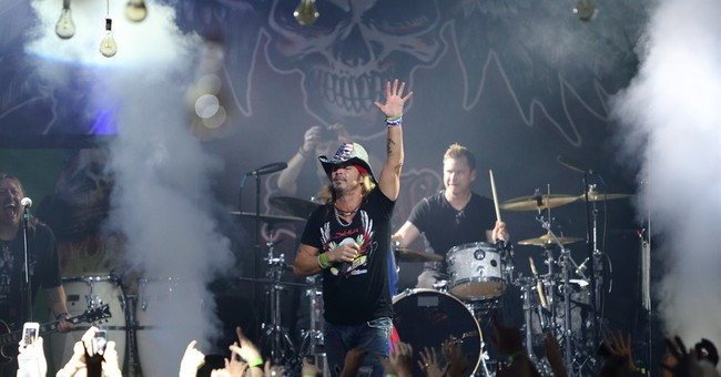 Bret Michaels returns to the stage after surgery