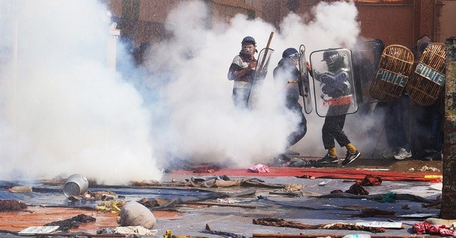 Police clash with Indian guru supporters; 190 hurt