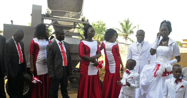 Liberian couples marry, a sign of less Ebola fear