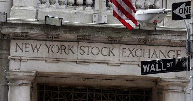 US stocks move lower ahead of Fed minutes