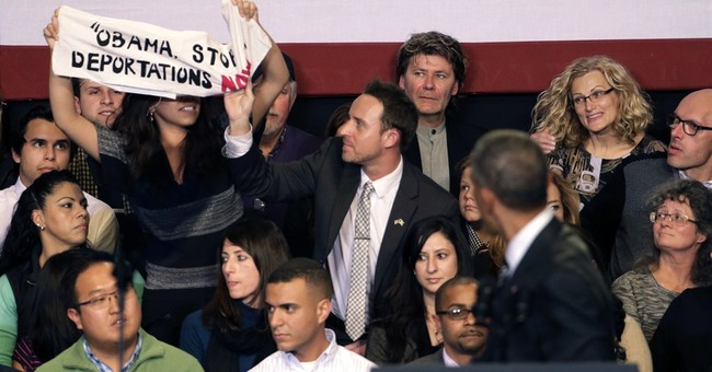 Obama takes on hecklers over immigration policy