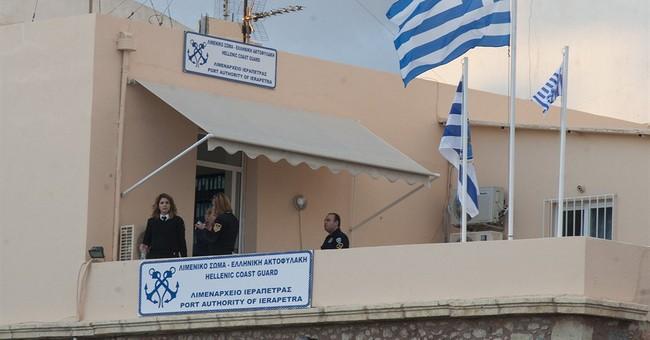 Hundreds of migrants on crippled ship off Crete