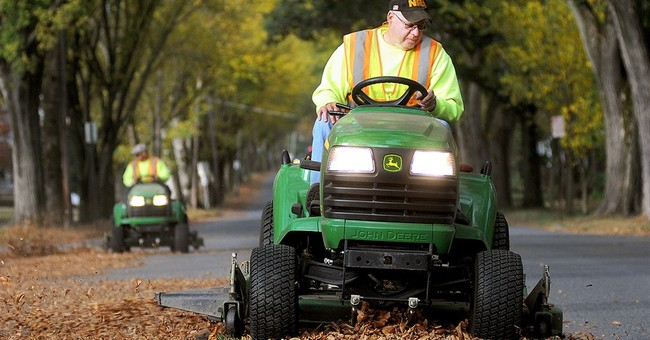 Deere dips on shaky outlook for fiscal 2015